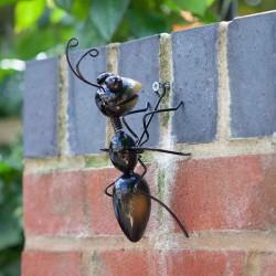 Dekorace do zahrady - mravenec Oskar